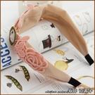 『坂井.亞希子』戴高帽的少女質感手作刺繡雕花髮箍 -單一款式