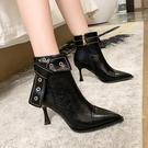 高跟短靴 尖頭短靴女2021秋冬新款帥氣馬丁靴小眾皮帶扣細跟尖頭高跟時裝靴 韓國時尚週