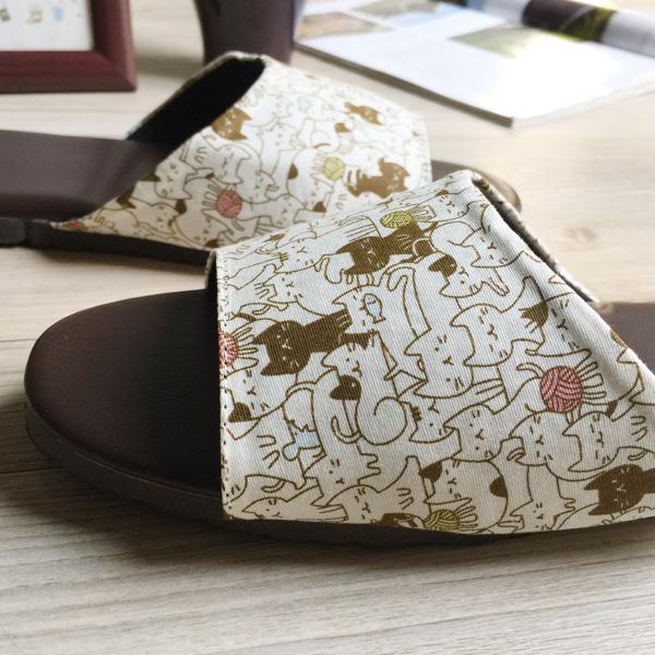 台灣製造-品味系列-布面皮質室內拖鞋-貓咪嬉遊-米