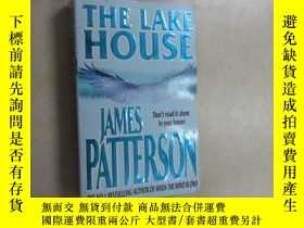 二手書博民逛書店英文書罕見THE LAKE HOUSE 共401頁Y15969