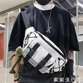 胸包 胸包男潮牌帆布包日系工裝包單肩包男生小挎包運動斜挎包男士腰包 歐歐