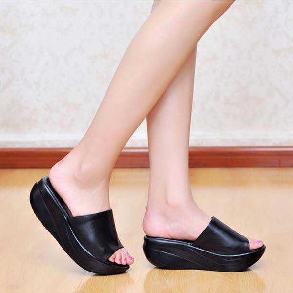 休閒舒適坡跟鞋 女松糕厚底涼拖鞋【多多鞋包店】z2112