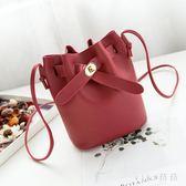 側背包水桶包女韓版小包包單肩斜挎包皮帶收口女包 nm4470 【VIKI菈菈】