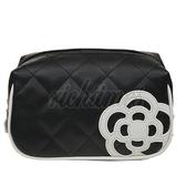 【裕代 CLATHAS】花朵壓線菱格紋手拿包(黑色)CS1C3604