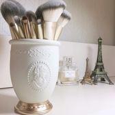 筆筒  浮雕肖像化妝刷筒化妝刷桶筆筒桌面收納筒化妝品收納盒  蒂小屋服飾