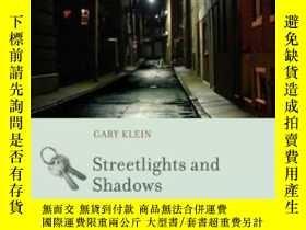 二手書博民逛書店Streetlights罕見And Shadows: Searching For The Keys To Adap