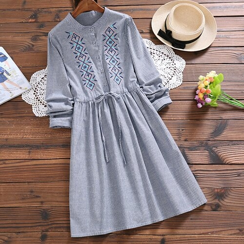 *ORead*森女系細條紋繡花半開襟鈕扣連身裙(藍色S~XL)