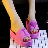 浴室拖鞋  涼鞋中跟2019新款坡跟蝴蝶結甜美公主壹字沙灘鞋