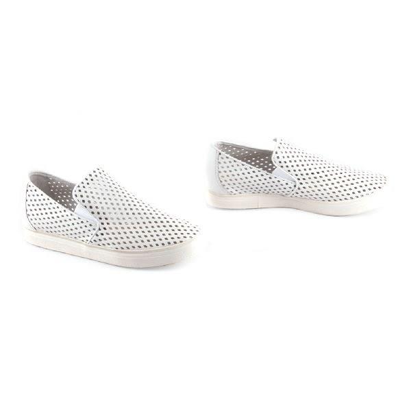 ALL BLACK   簡單素面沖孔休閒鞋-白色