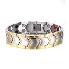 《 QBOX 》FASHION 飾品【BTBRM-030】 精緻個性歐美間金箭頭高升雙排磁石拋光鈦鋼手鍊/手環