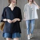中大尺碼T恤 胖mm設計感上衣大碼潮夏裝寬鬆韓版不對稱拼接條紋V領套頭襯衫女