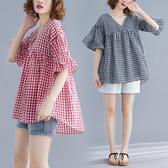 大碼女裝夏季新款格子娃娃衫微胖mm寬鬆V領上衣顯瘦棉麻短袖女T恤