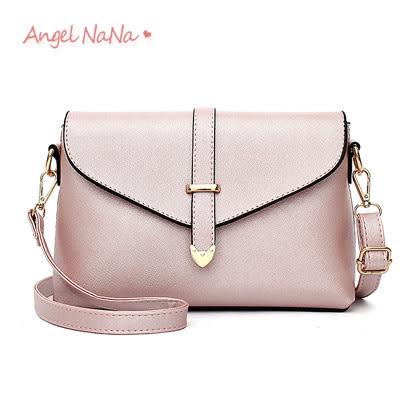 斜背包。純色 簡約 箭頭 女 信封包 郵差包(SBA0178)AngelNaNa