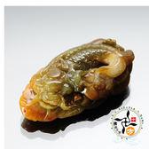 龍魚蜜糖黃老三彩玉珮  +平安加持小佛卡  【 十方佛教文物】