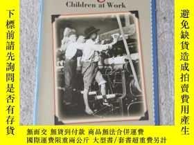 二手書博民逛書店Danger!罕見Children at Work(Social