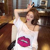 DE SHOP~(T-9199)寬鬆大嘴唇字母印花白色短袖T恤