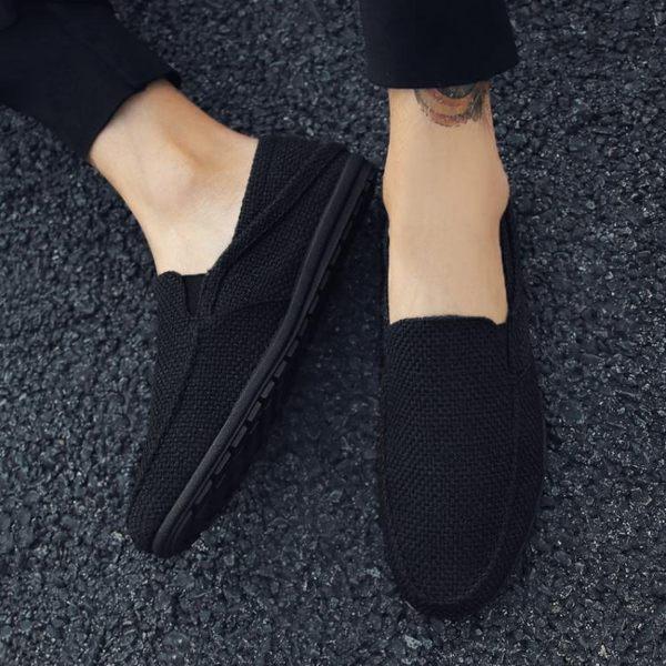 豆豆鞋夏季男士亞麻懶人帆布豆豆鞋透氣休閒鞋全黑色防滑套腳布鞋男 雲朵走走