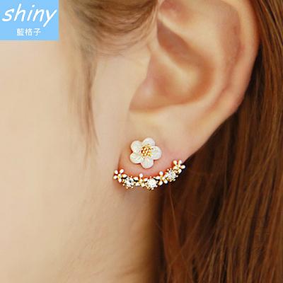 【30A67】shiny藍格子-OL時尚.氣質甜美小雛菊花朵精緻水鑽耳環