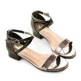 amai金屬光感交叉繫帶撞色涼鞋 黑x礦銀灰