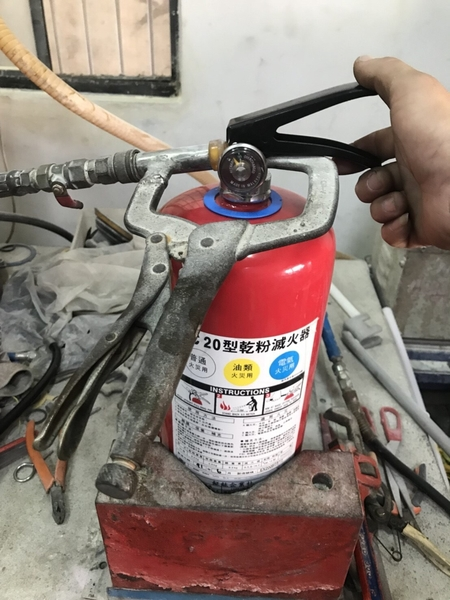 乾粉滅火器換藥檢測  工廠直營 3p/5p/10p 滅火器 檢測換藥115元起檢測.換藥 取送服務