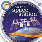 A Shine A Light Book:On The Space Station 透光書:太空站篇 平裝繪本