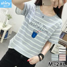 【V2896】shiny藍格子-甜心休閒.字母飲料瓶印花圓領條紋短袖上衣
