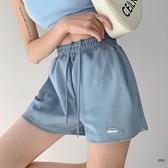 美式休閒寬鬆薄款運動短褲女春夏季顯瘦闊腿中褲貼標直筒熱褲【聚物優品】