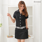短袖洋裝--素雅俏皮附格紋腰帶包釦素面短袖洋裝(黑.藍M-2L)-D155眼圈熊中大尺碼◎