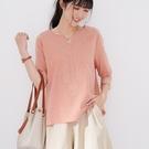 【慢。生活】同色刺繡棉麻感寬版上衣 218  FREE 粉紅色