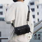 側背斜背包男工裝包水桶小挎包【君來家選】...