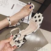 水晶涼鞋 透明涼鞋女學生百搭粗跟韓版波點中跟一字帶 coco衣巷