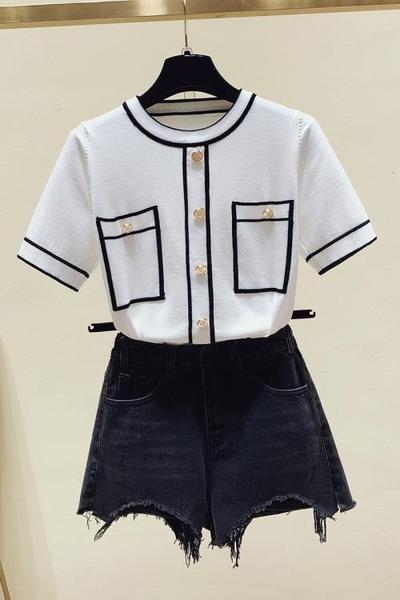 上衣 圓領T 韓版2983小香風圓領短上衣女氣質修身黑白撞色重工珍珠排扣短袖小外套FFA029依佳衣