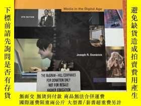 二手書博民逛書店The罕見Dynamics of Mass Communications Media in the Digital