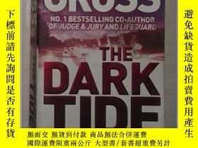 二手書博民逛書店英文原版罕見The Dark Tide by Andrew Gr