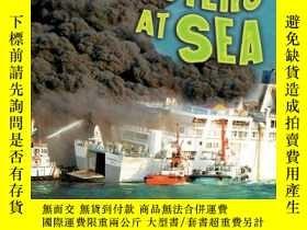 二手書博民逛書店Disasters罕見at Sea (Disasters Up Close)-海上災難(近距離災難)Y4434
