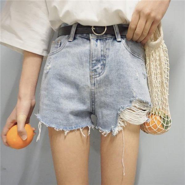 [協貿國際]時尚水洗不規則毛邊短褲磨破淺色牛仔短褲休閑熱褲1入
