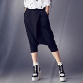 【SHOWCASE】率性銀飾打摺七分寬垮褲(黑)