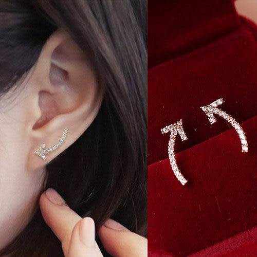 Qmigirl 歐美部落客個性龐克滿鑽彎彎箭頭耳環【QG1785】