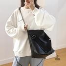水桶包女潮百搭側背包斜背鏈條包大容量【愛物及屋】