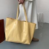 托特包 上新法式質感大容量托特包2021新款潮淡奶油黃時尚百搭單肩大包包 小衣裡