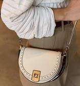 ■專櫃83折■ 全新真品■ Fendi 8BT346 玳瑁色裝飾手工Moonlight馬鞍包 月牙白色