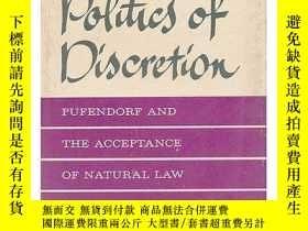 二手書博民逛書店The罕見Politics Of Discretion Pufendorf And The Acceptance