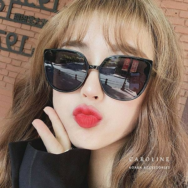 《Caroline》年度最新網紅款新潮流行百搭抗UV時尚太陽眼鏡 72223