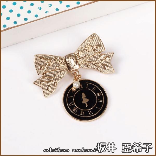 『坂井.亞希子』不思議の国夢幻愛麗絲系列印花蝴蝶結時鐘造型胸針