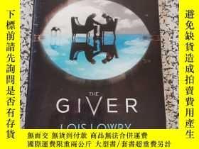 二手書博民逛書店The罕見Giver Movie Tie-In EditionY12345 LoisLowry Hought.