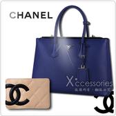 CHANEL展示品 經典康朋米黑羊皮卡片夾+PRADA 經典銀字三角牌藍色牛皮旋轉扣式手提包
