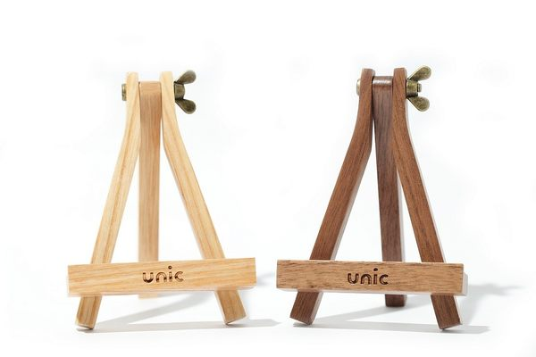 【Unic Design】畫架造型原木手機座(淺)