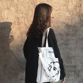 帆布包 斜背包包女新款潮韓版簡約百搭文藝學生大容量側背手提帆布袋 巴黎衣櫃