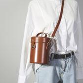 水桶包 包包女新款韓國chic復古水桶包油皮單肩包潮原宿風斜挎包小包 夢藝家