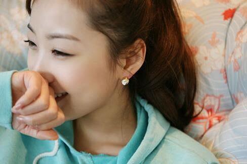 【TT50】韓版 時尚淑女氣質多切面草莓耳釘 耳環 耳飾 日韓簡約水晶耳釘